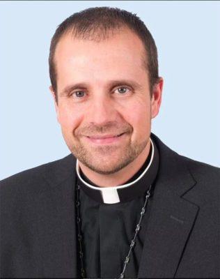 2 3 Bispo abandona igreja para se relacionar com escritora de contos eroticos