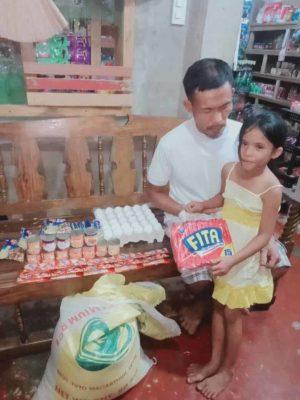 3 5 Desde os 6 anos menina ajuda o pai cego a trabalhar para garantir o sustento da familia