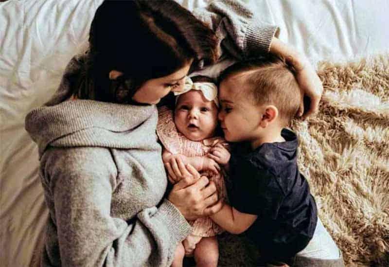 4 4 Em menos de dois meses apos ter filho mulher e demitida por amamentar no trabalho