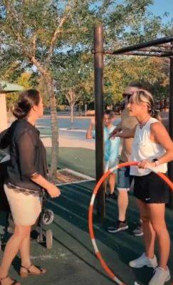 4 4 Isso e tao obsceno Mulher furiosa ataca atleta porque sua barriga estava aparecendo