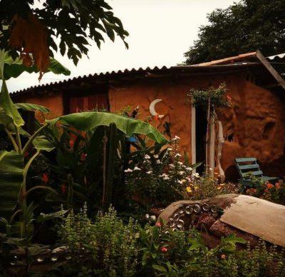 5 4 Familia constroi casa com material reciclavel em apenas 3 meses com as proprias maos