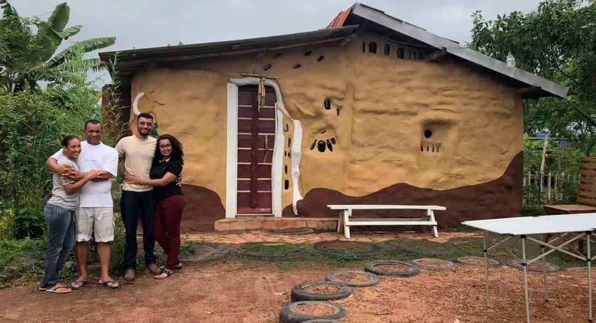 5 capa Familia constroi casa com material reciclavel em apenas 3 meses com as proprias maos