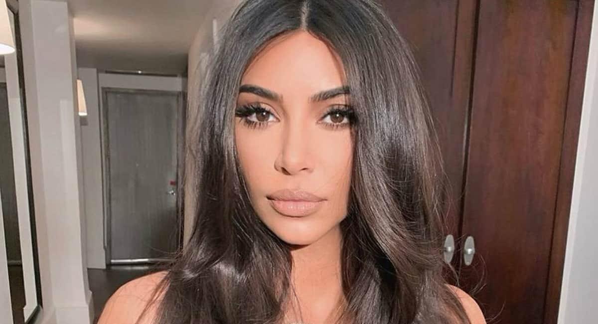 1 capa site Famosa por visual plastificado Kim Kardashian quer corpo natural para ser respeitada na profissao