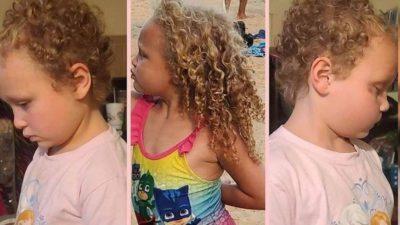 Capa Menina de 7 anos fica traumatizada depois que a professora cortou seu cabelo a forca Pai a denunciou