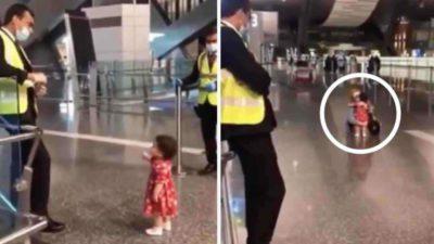 capaMenina educada pediu permissao a oficial para abracar a tia em aeroporto