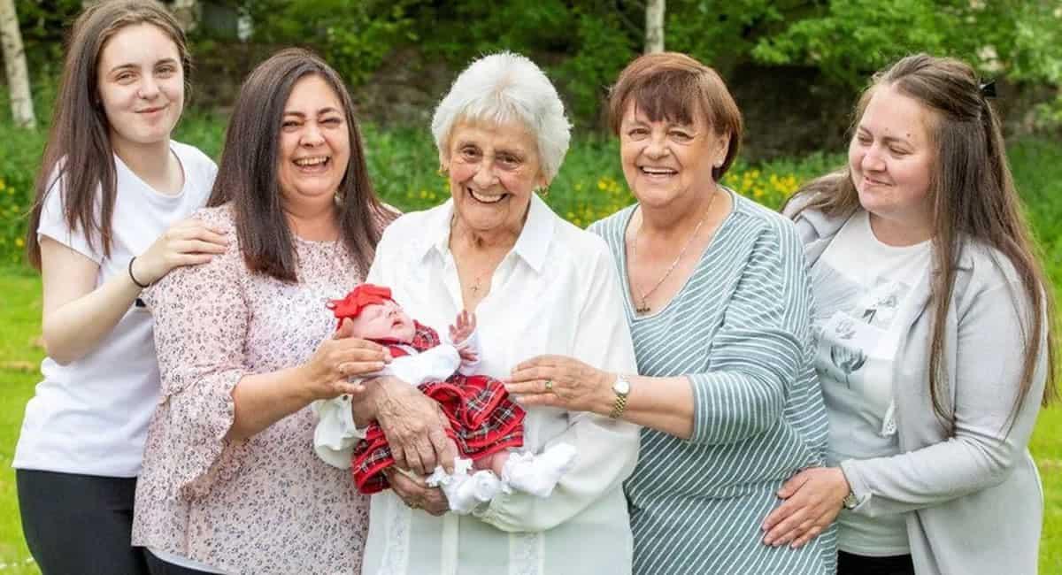 capaaaos 86 anos mulher se torna pentavo e celebra os mais de 90 netos Sou uma mulher de sorte